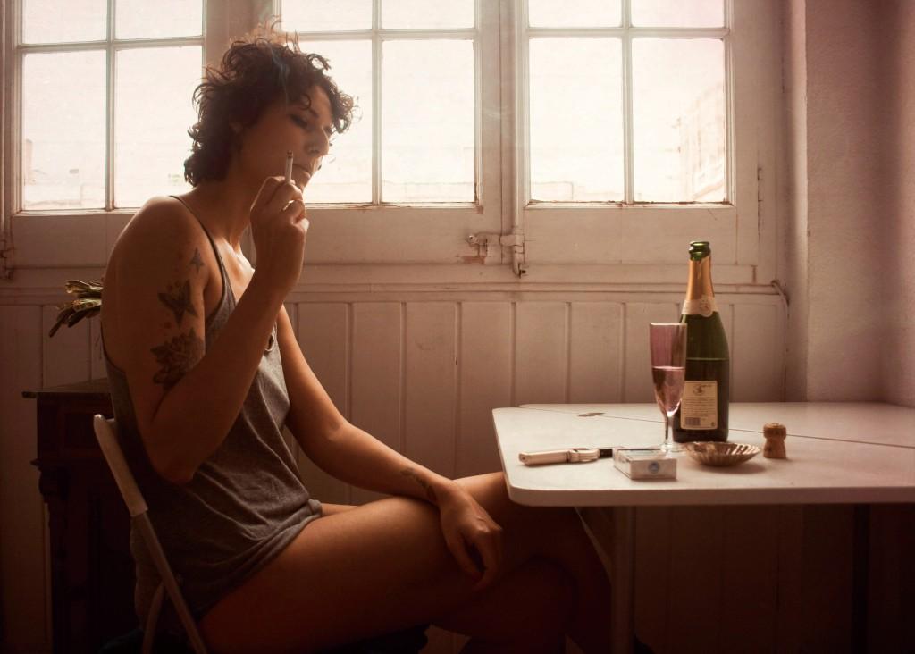 喫煙と飲酒の関係 ~なぜお酒を飲むとタバコを燻らせたくなるの?~