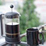 フレンチプレスでのコーヒーの淹れ方~3つのポイントでコーヒープレスの欠点を利点に変える!世界一の人気バリスタ井崎英典に学ぶ~【動画】