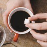 コーヒーに入れる砂糖には要注意!マヌカハニーがおすすめ