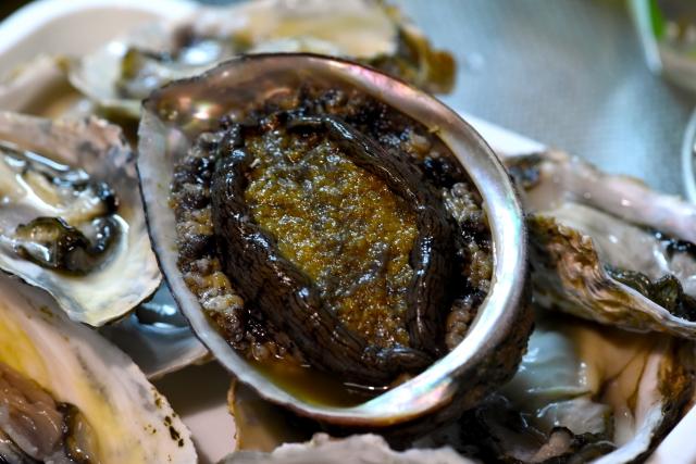 アワビ【鮑】|黒アワビは貝の王様。コラーゲン豊富で強壮効果も有