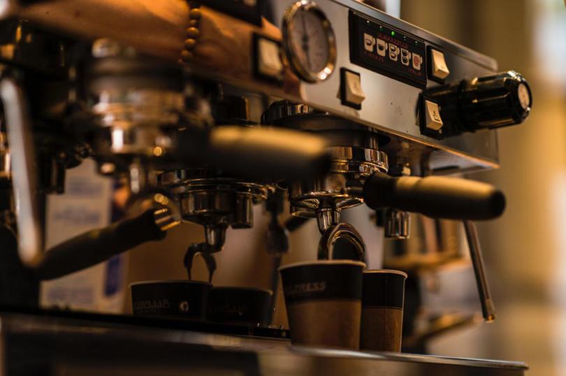 エスプレッソコーヒーを淹れる~エスプレッソマシンだけじゃダメ!家庭用と業務用の違いを知り豆にこだわる!基礎用語と使い方を学び美味しいカフェラテの作り方を知るバリスタになろう~