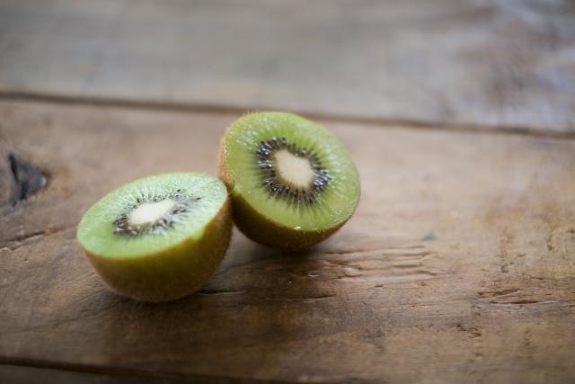 キーウィフルーツ|2個食べれば、1日推奨量のビタミンCが摂れる