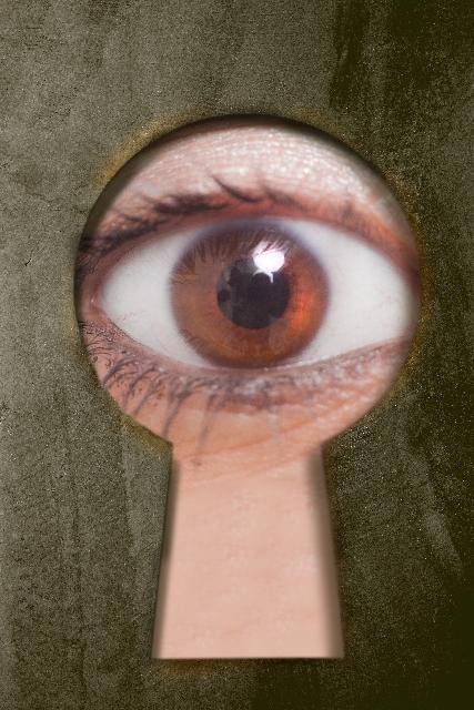 誰かの視線が気になる!|他人に見られているという心理は脳の誤認だった