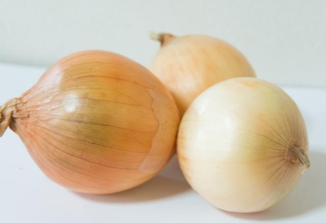タマネギ【玉葱】|アリシンが血液をサラサラに。疲労回復効果も