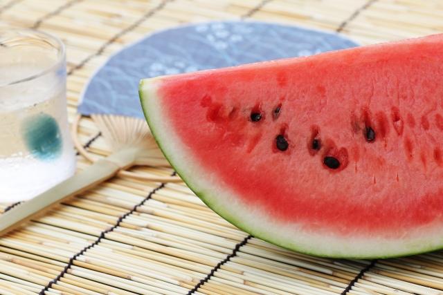 スイカ【西瓜】|カリウムを多く含み、利尿作用や暑気払いに効く