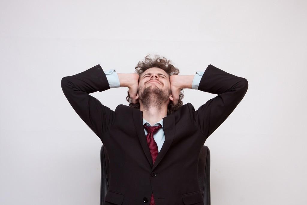 オフィスワークの効率を上げるにはプライベートタイプがおすすめ|オープンタイプでは集中力や健康が低下する