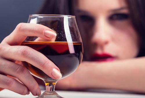覚えておきたい「飲酒の豆知識」20選~飲酒による二日酔い、頭痛、吐き気、飲酒運転、事故、事件、依存症の危険性~ 飲酒量は適量を守ることで健康効果も